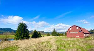 33920 U.s. 101 S, Cloverdale, OR 97112 - The Iconic Red Barn