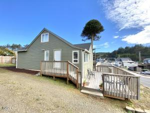 633 SW 32nd St, Lincoln City, OR 97367 - 1