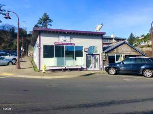856, 852, 836 Sw Bay Blvd, Newport, OR 97365 - Forinash Gallery Front View
