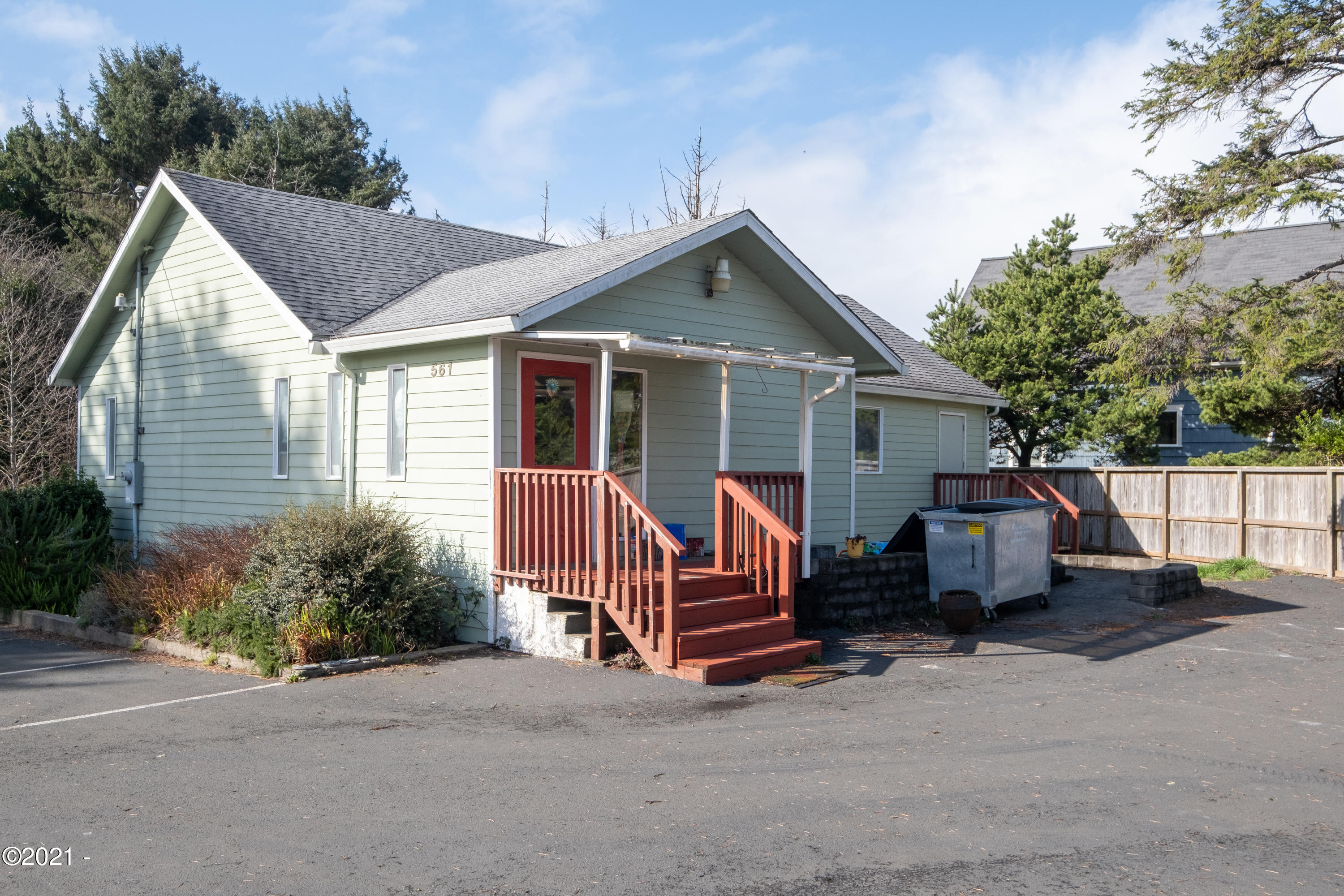 561 SW 29th St, Lincoln City, OR 97367