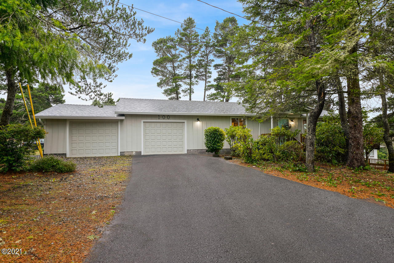 100 Hillcrest St, Lincoln City, OR 97367