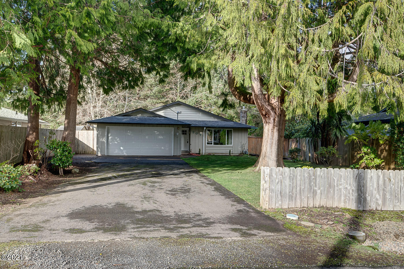 207 SW South Point St, Depoe Bay, OR 97341
