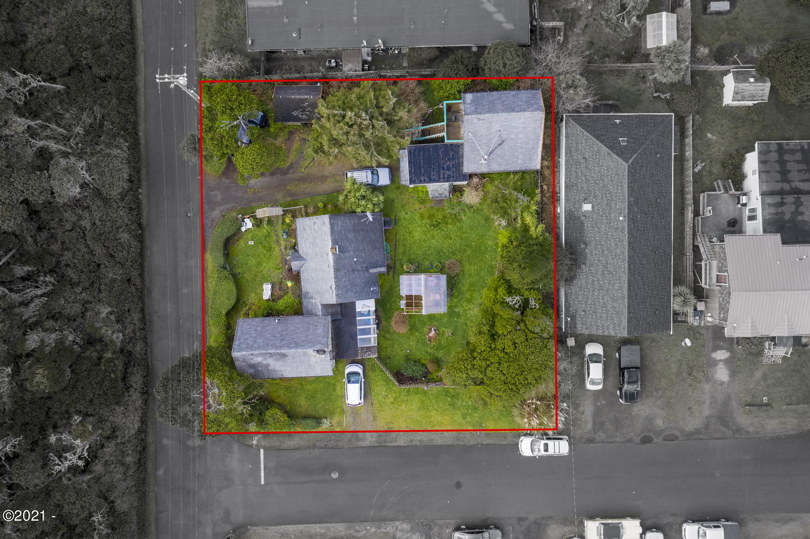 737 SW Government St, Newport, OR 97365 - Lot Lines