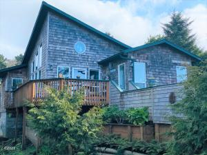 2912 NW Mast Ave, Lincoln City, OR 97367 - 3 bedroom/2 bath