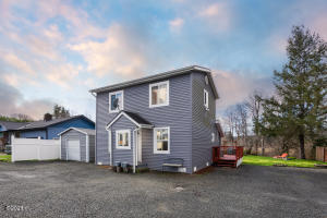 429 NW C St, Siletz, OR 97380 - Front of House