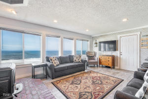 1661 SW Coast Ave., Lincoln City, OR 97367 - Great Room
