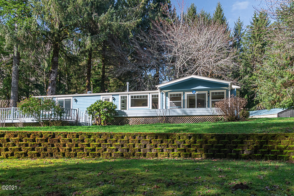 322 Leisure Ln, Siletz, OR 97380