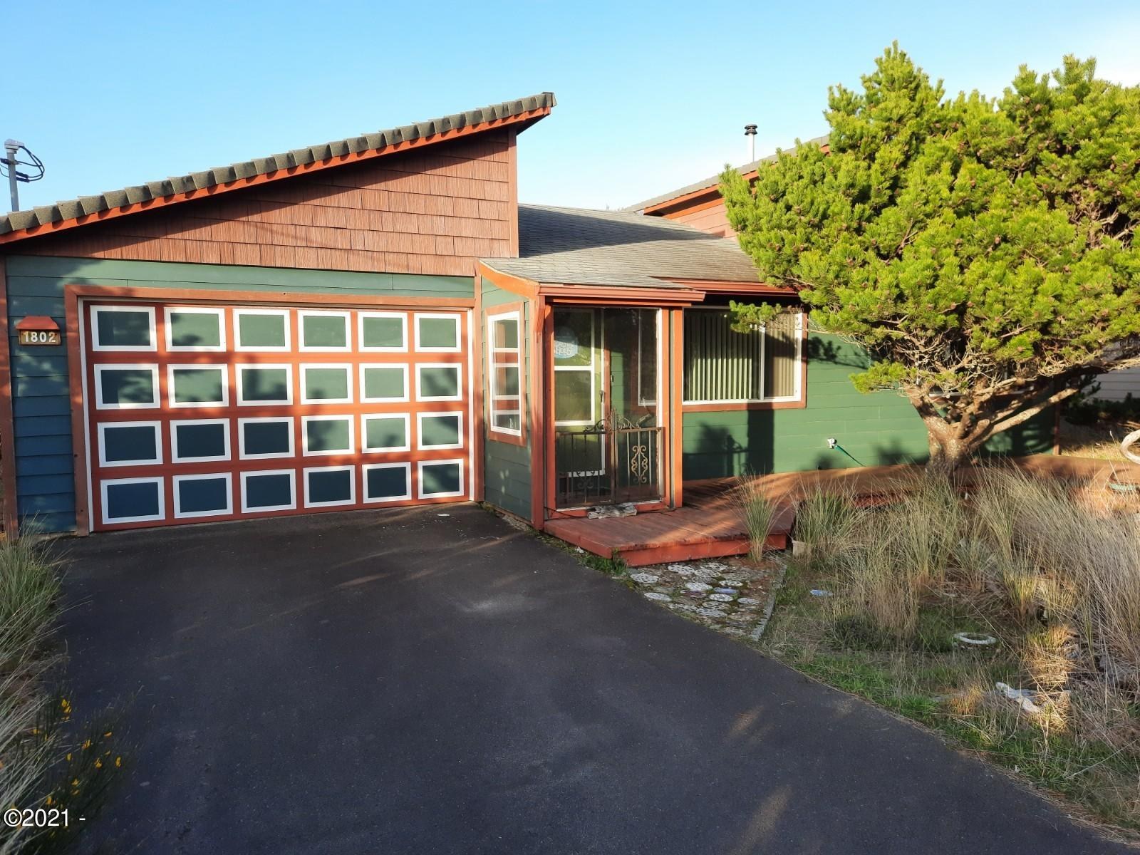 1802 NW Dolphin Ln, Waldport, OR 97394