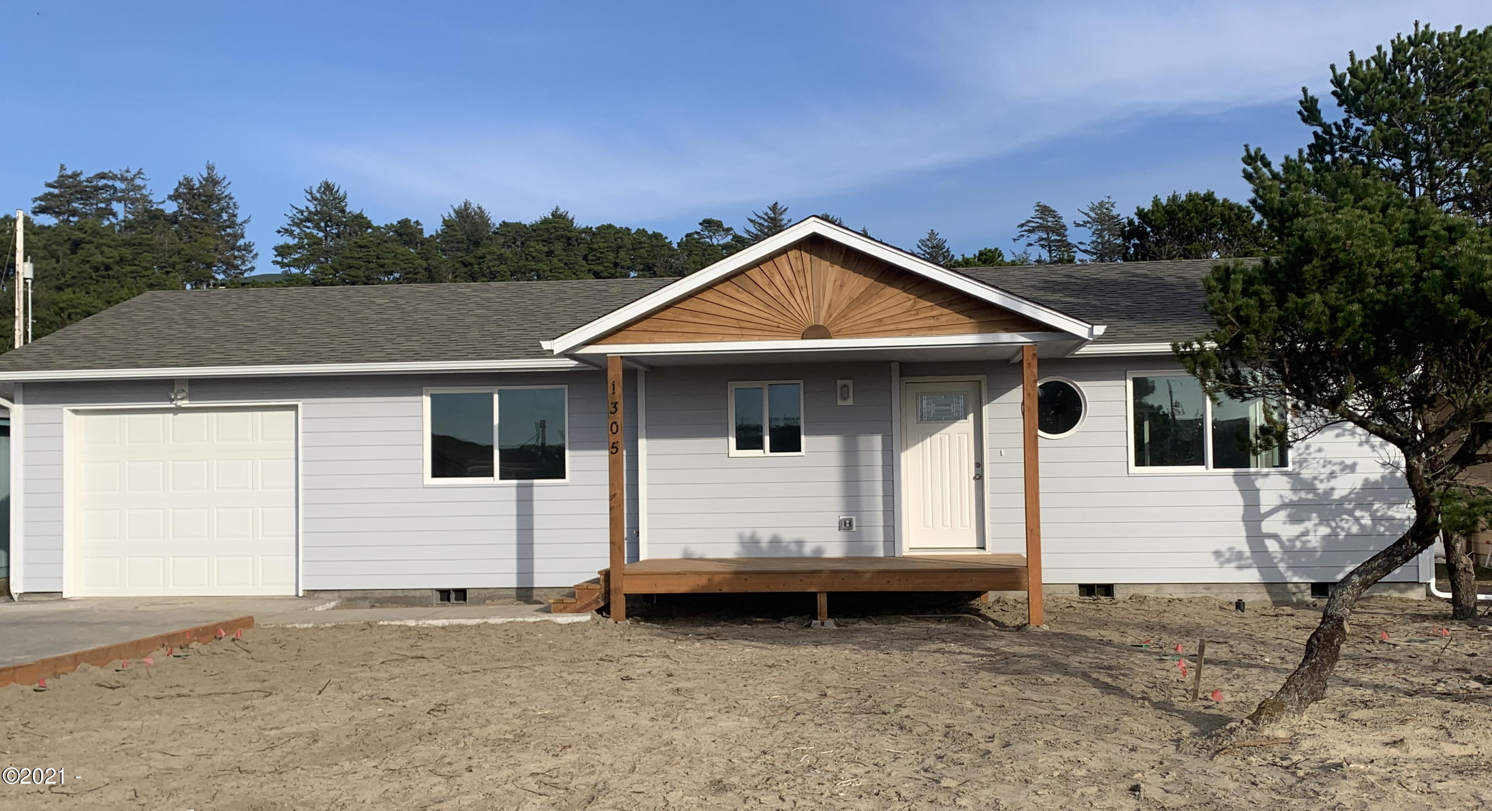 1305 NW Parker Ave, Waldport, OR 97394 - Front.-