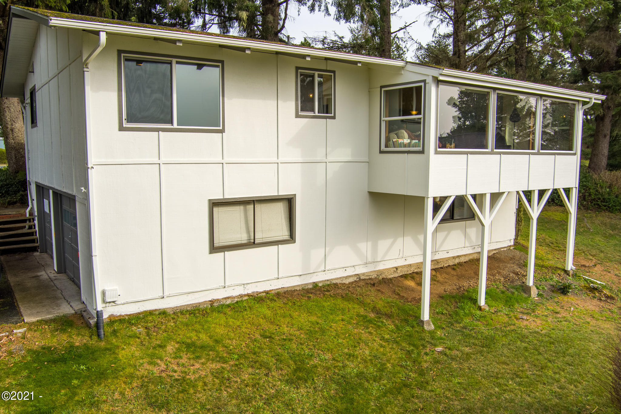 948 NW Lanai Loop, Seal Rock, OR 97376