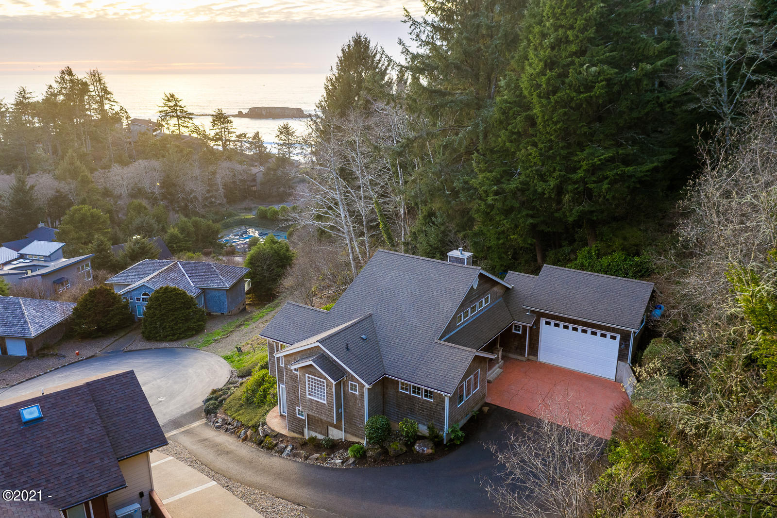 112 Sea Crest Ct, Otter Rock, OR 97369