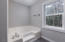 2937 NE 20th Pl, Lincoln City, OR 97367 - master bath