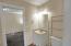 2531 NE Holmes Rd, Lincoln City, OR 97367 - Shared En Suite Bathroom