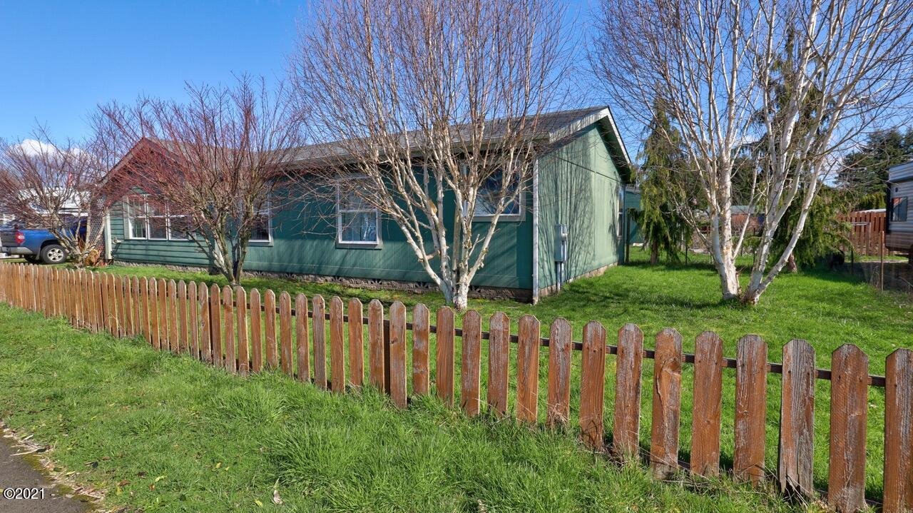 210 NW Grinstead St, Siletz, OR 97380