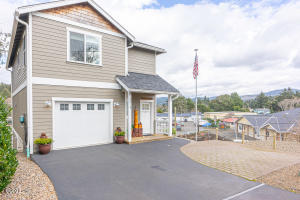 3214 NW Quay Dr., Lincoln City, OR 97367 - Curbside
