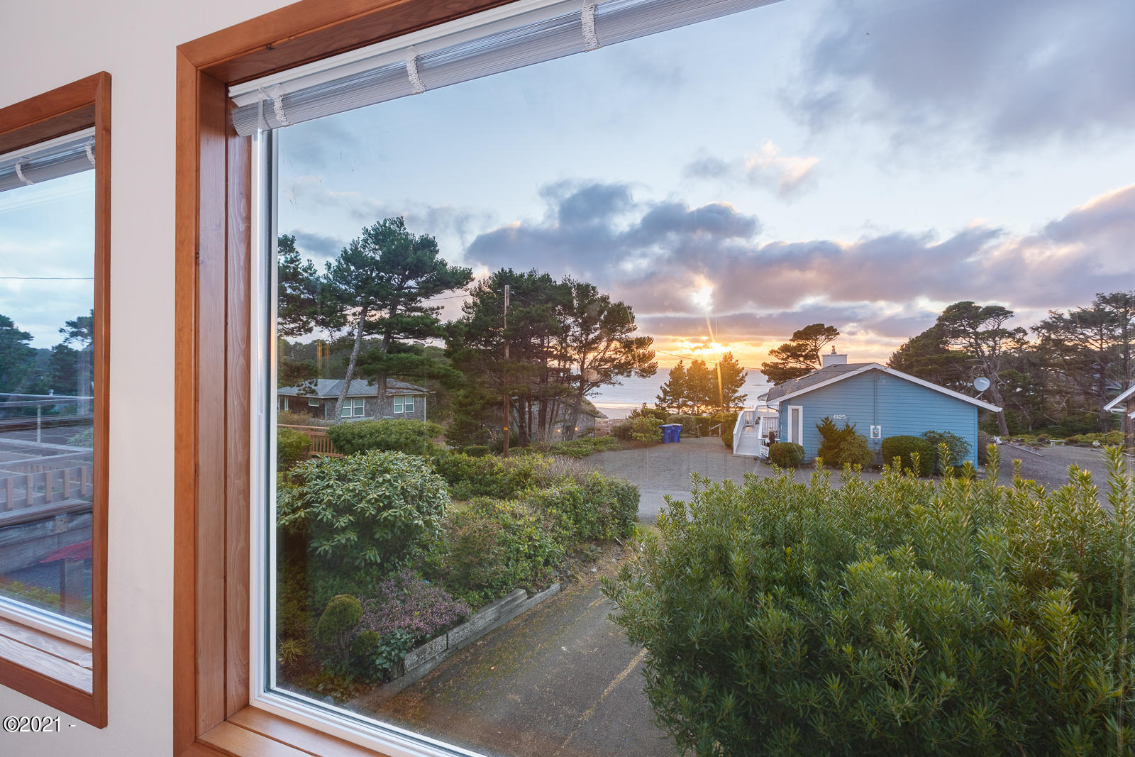 265 Wallace Street, Gleneden Beach, OR 97388 - Living Room View