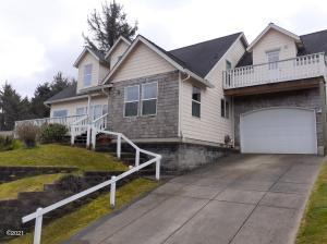 2493 NE 27th Dr, Lincoln City, OR 97367 - FRONT DRIVEWAY
