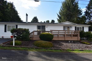 655 SE Oar Ave, Lincoln City, OR 97367 - Front Exterior