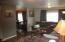 425 NE 32nd St, Newport, OR 97365 - Living Room