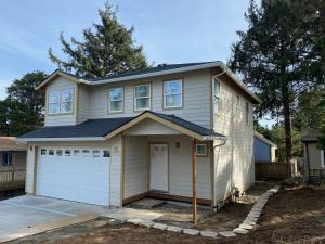 1038 SW 11th St, Lincoln City, OR 97367 - New Construction