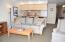 890 SE Bay Blvd, 305, Newport, OR 97365 - Living Room