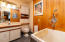 34 Circle Rd, Gleneden Beach, OR 97388 - Master Bathroom