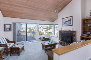 4175 N Hwy 101, M-2, Depoe Bay, OR 97341 - Living Room