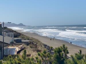 6745 Neptune Ave, Gleneden Beach, OR 97388 - Ocean Front Home