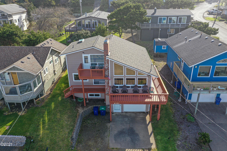 6350 NE Mast Ave, Lincoln City, OR 97367 - Multiple decks