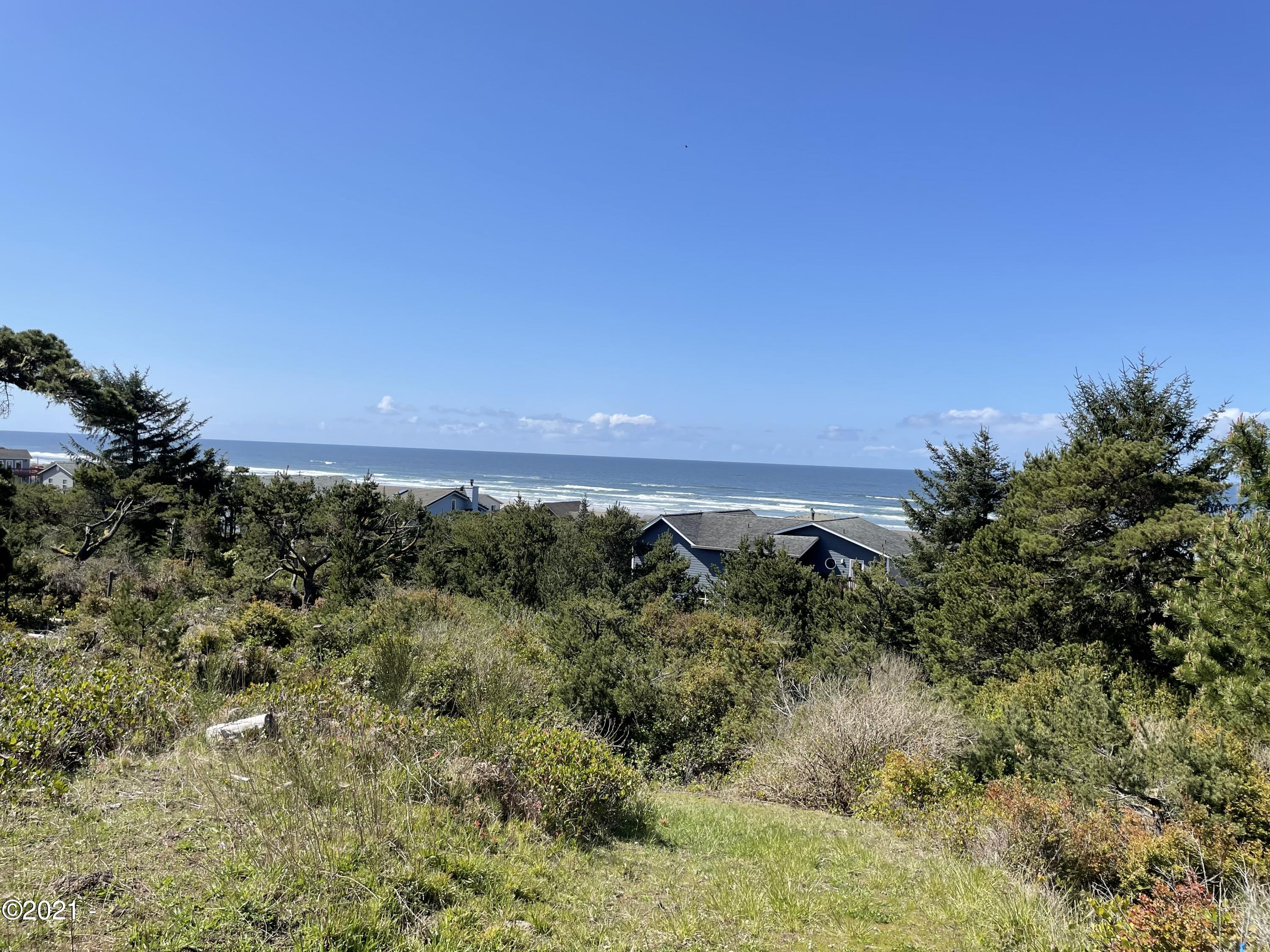 3212 NW Sandpiper Way, Waldport, OR 97394