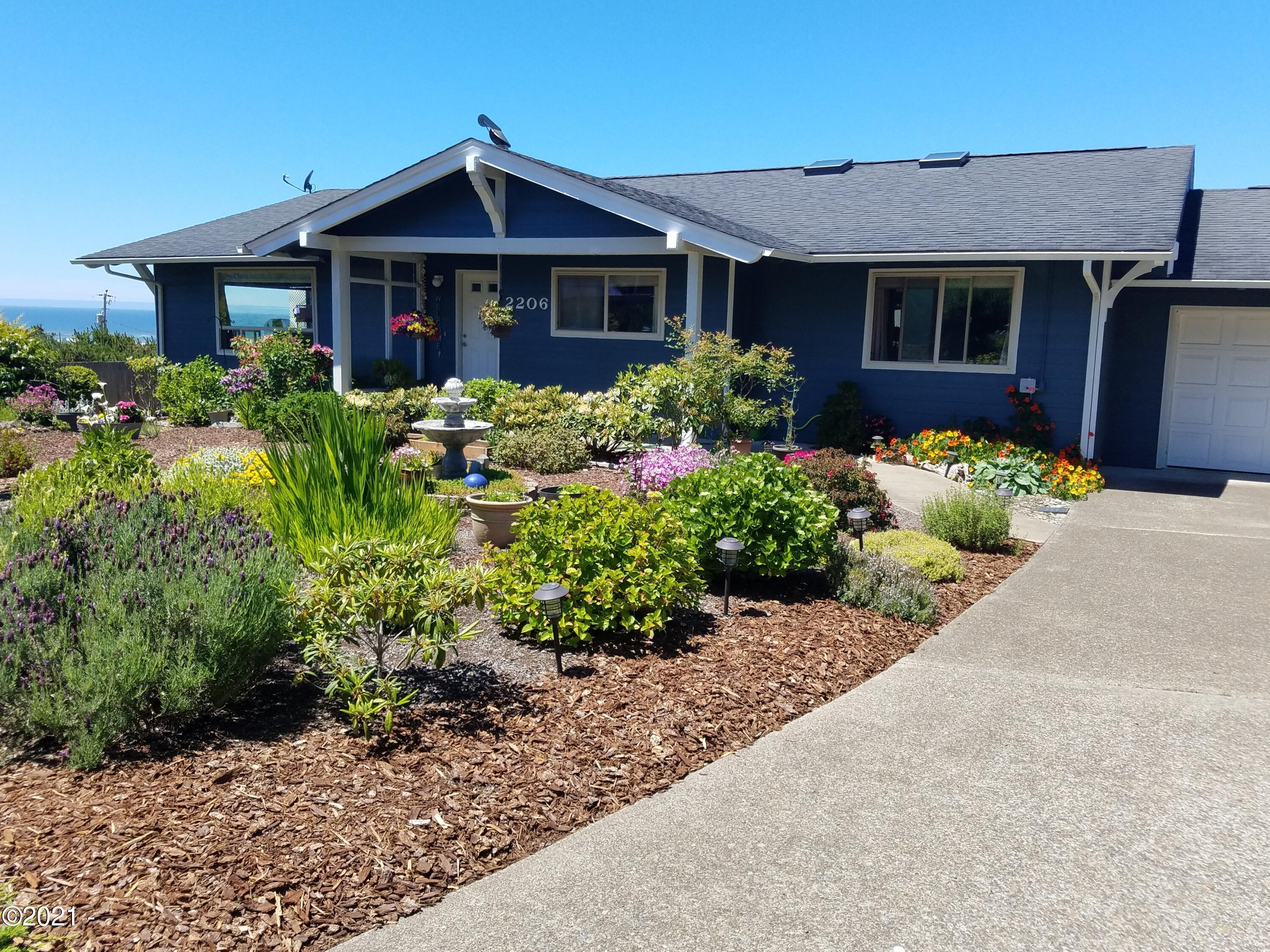 2206 NW Parker Ave, Waldport, OR 97394