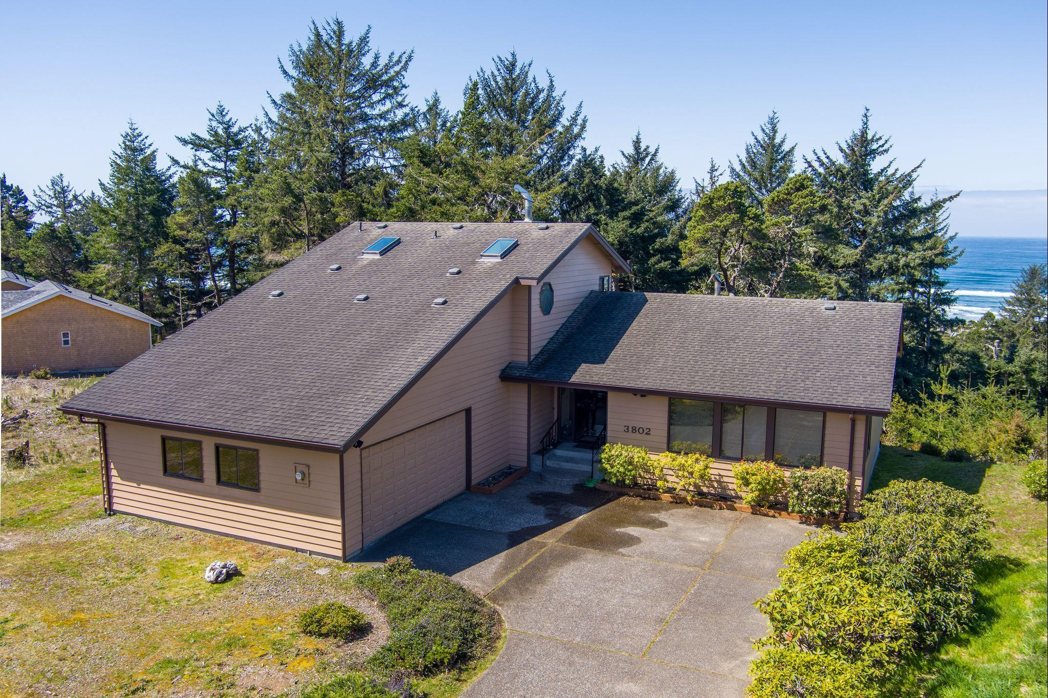 3802 NW Shore View Dr, Waldport, OR 97394