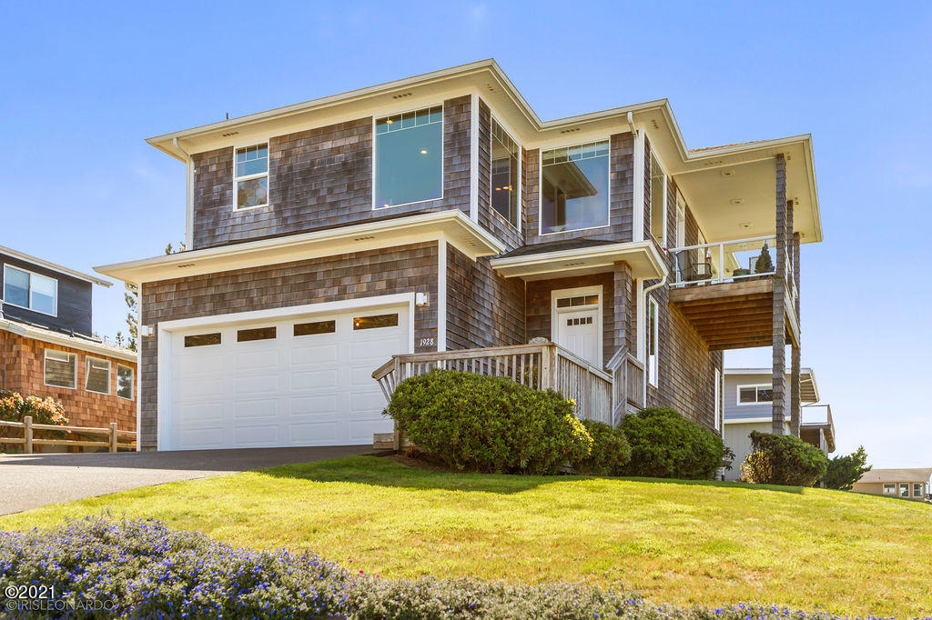 1928 NE 67th St, Lincoln City, OR 97367 - Front of House