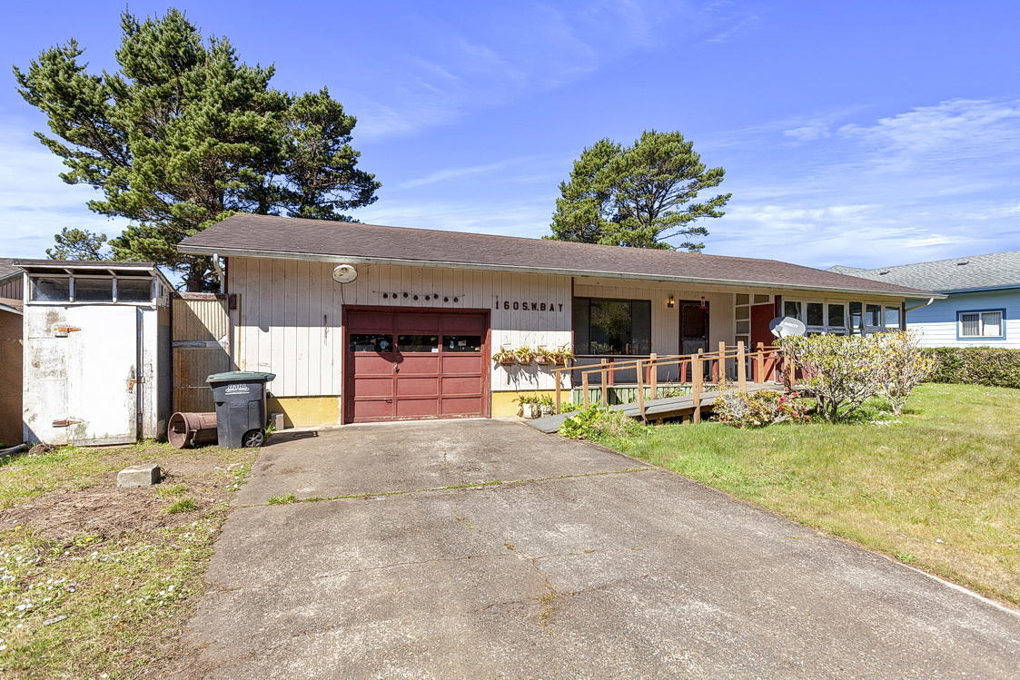 160 S Bay St, Waldport, OR 97394 - Front Of The Home