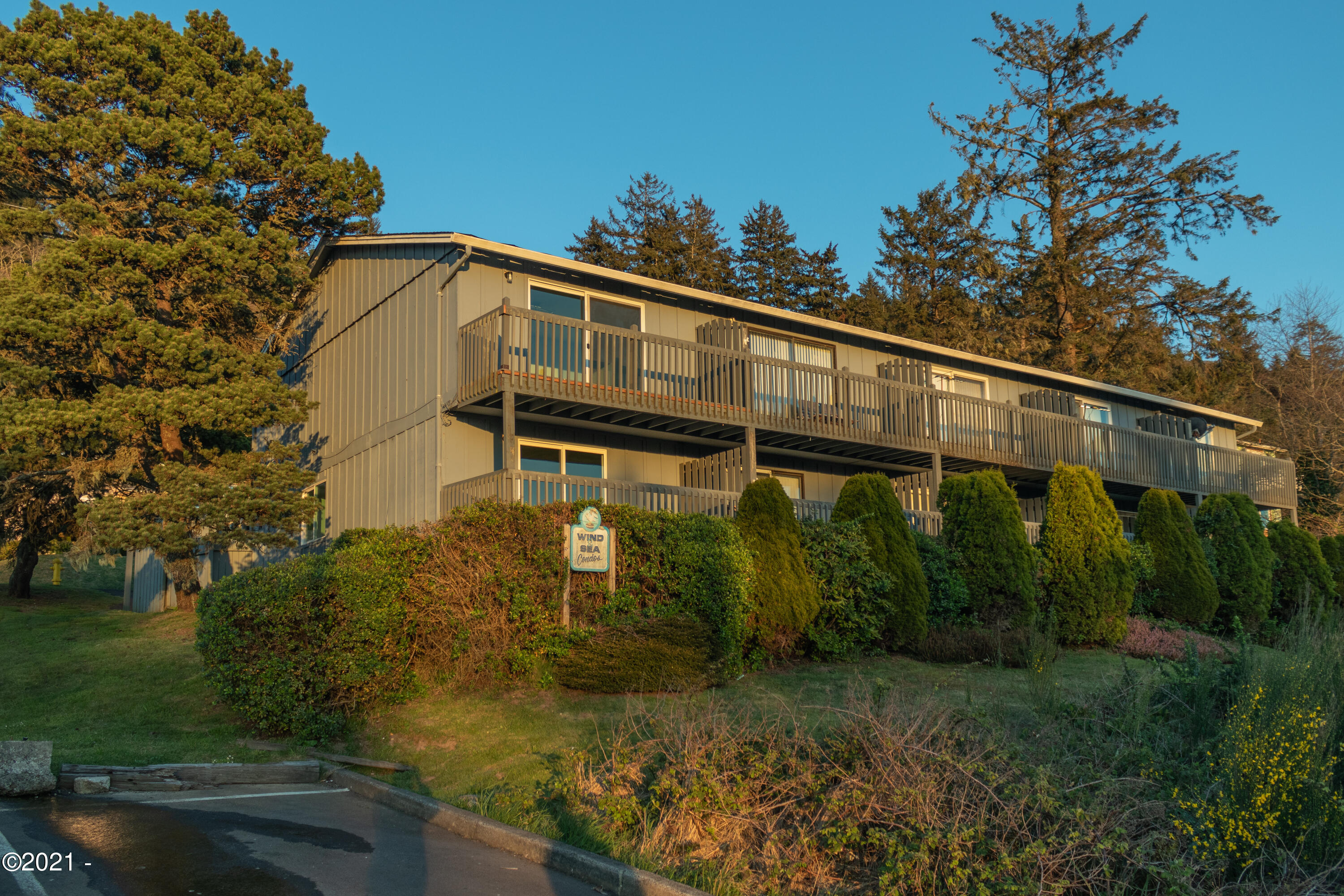 445 NE Williams Ave, #5, Depoe Bay, OR 97341 - Wind N' Sea condos