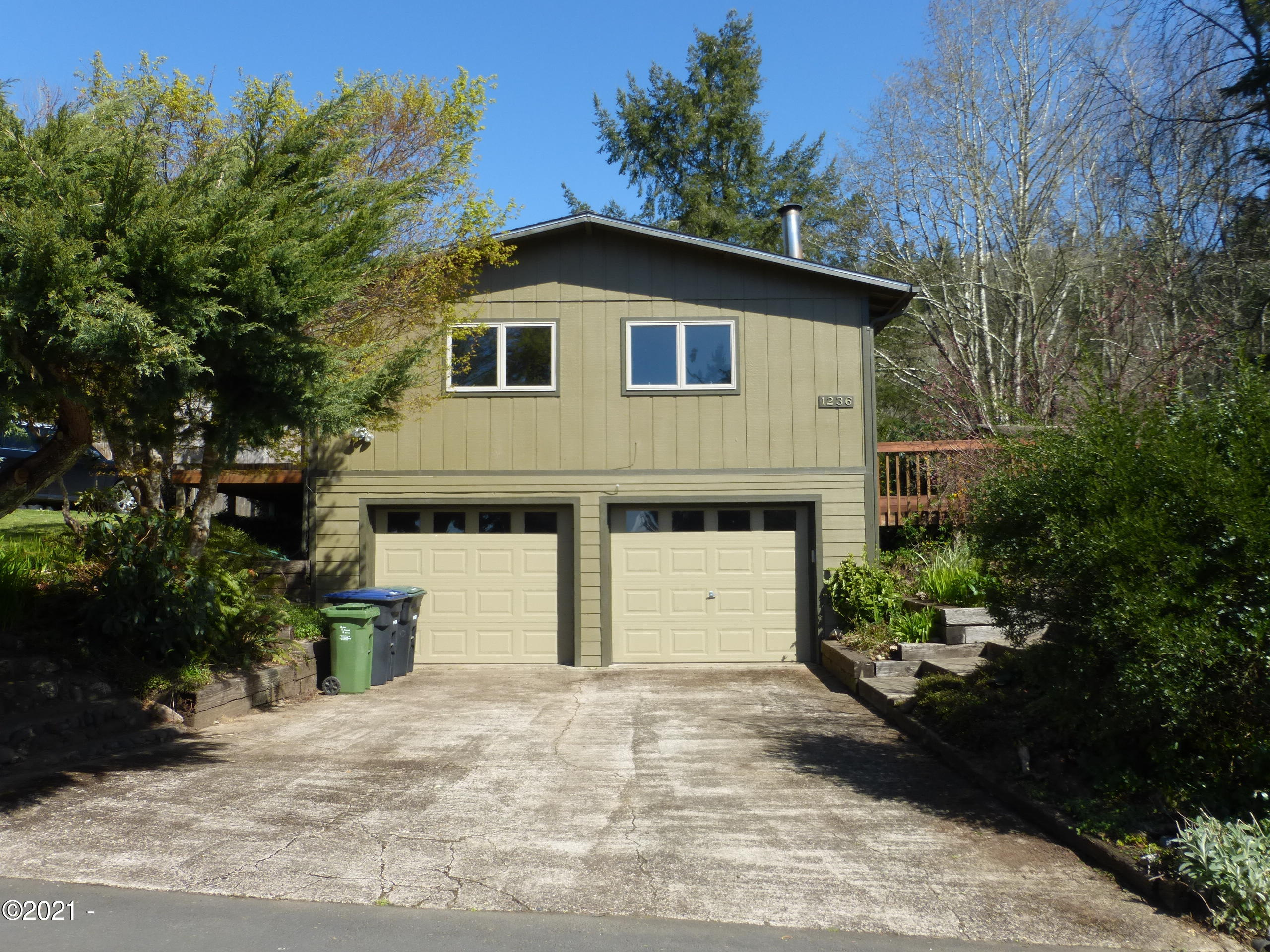 1236 SE Pine St, Toledo, OR 97391 - From the street