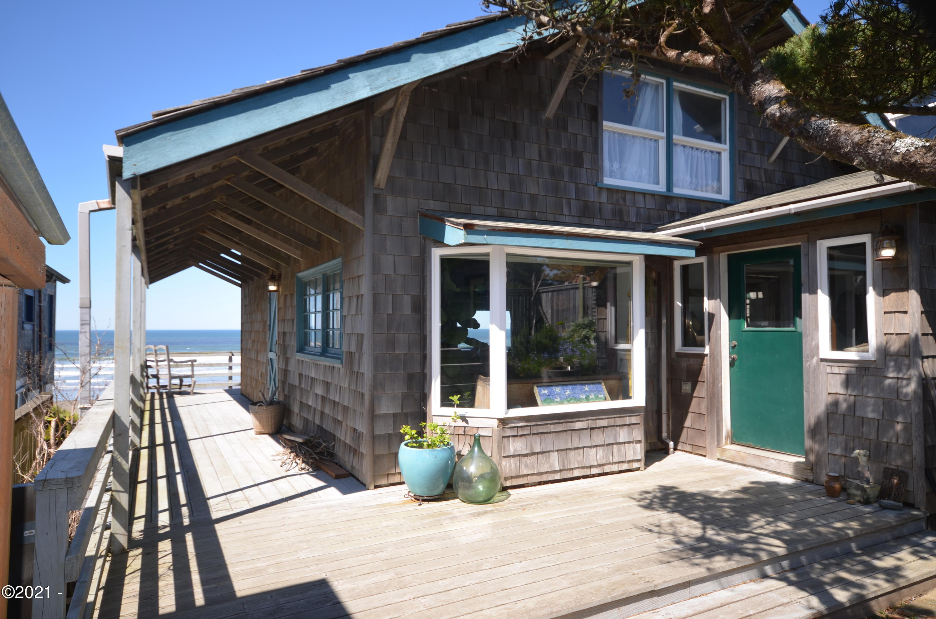543 NW Alpine St, Newport, OR 97365 - A cottage by the sea...