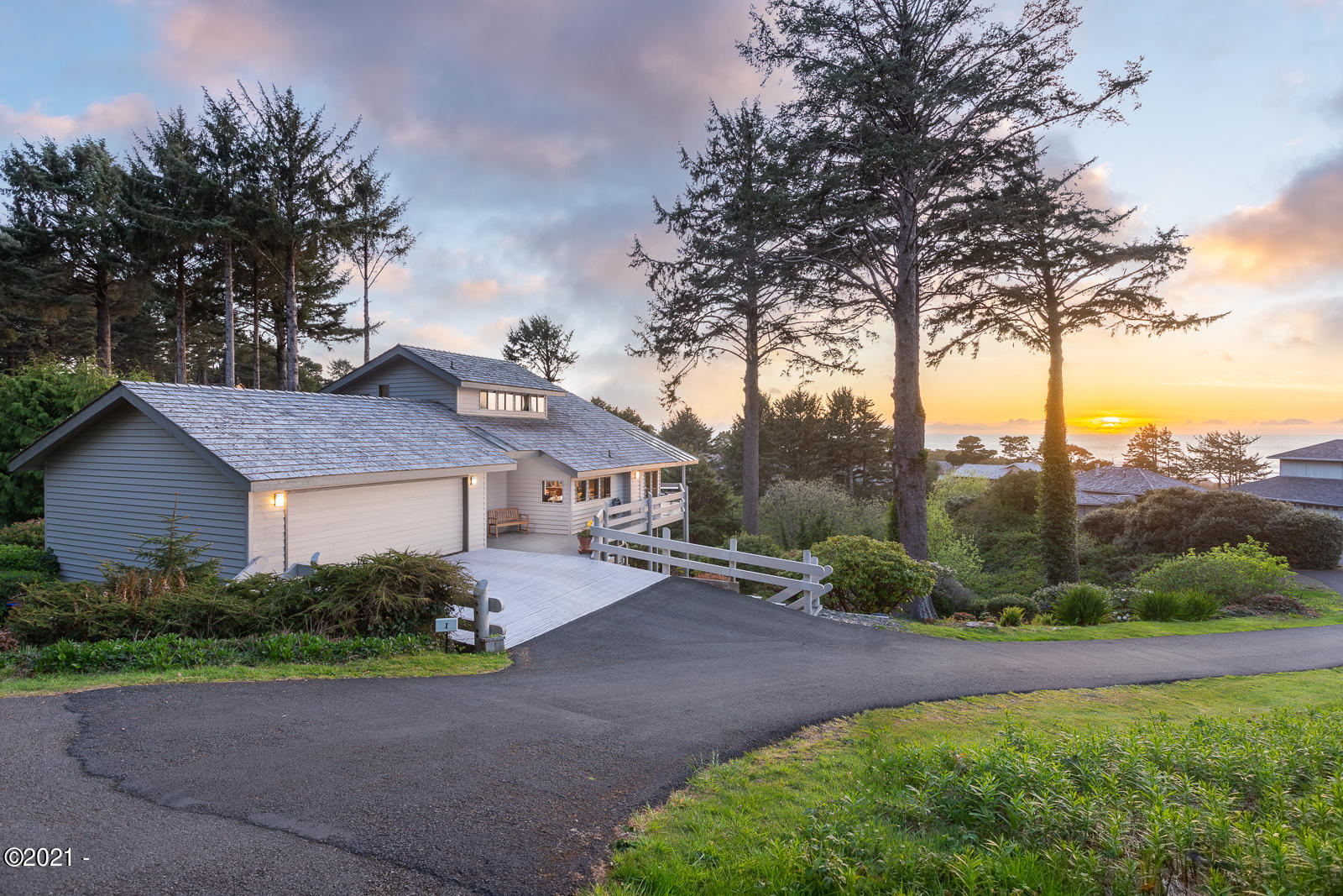1 Huckleberry Ln, Gleneden Beach, OR 97388