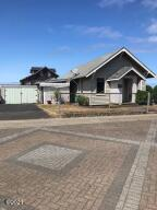 213 NW Cliff St, Newport, OR 97365 - Front