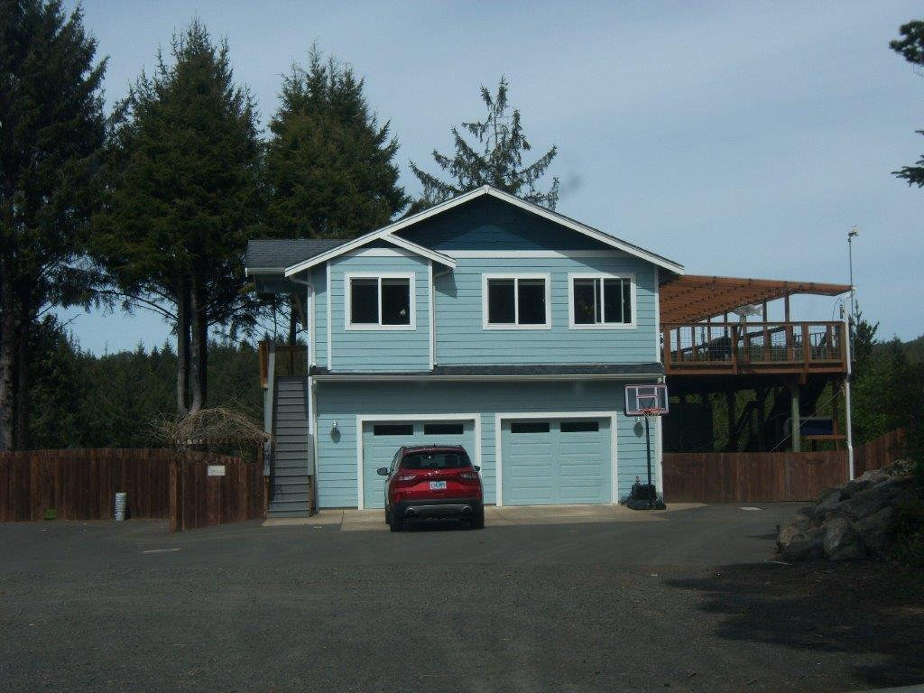 12282 NE Coos St, Newport, OR 97365