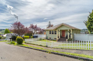 881 SE Fir St, Toledo, OR 97391 - Front of House