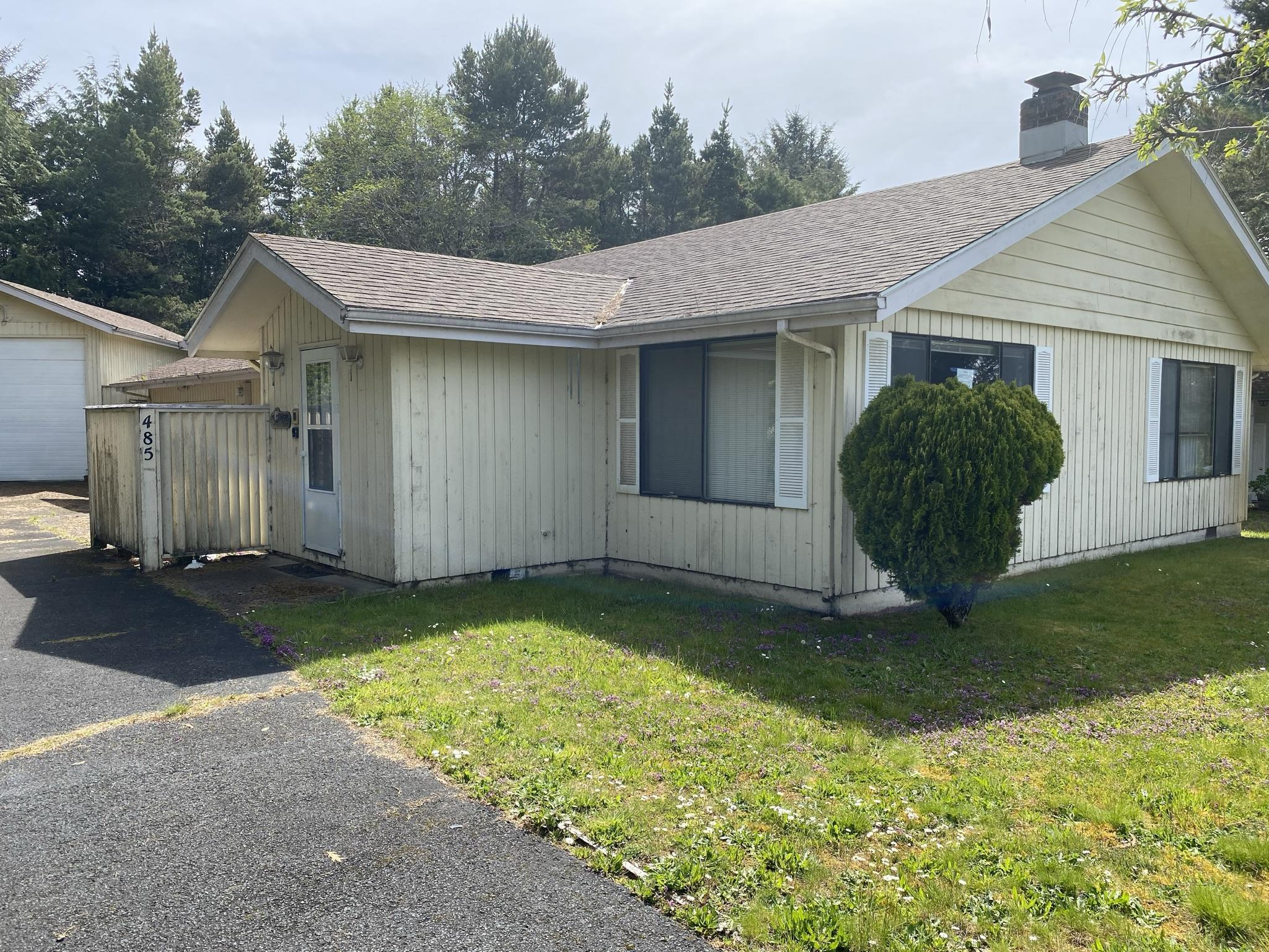 485 SW Green Dr, Waldport, OR 97394 - Front view