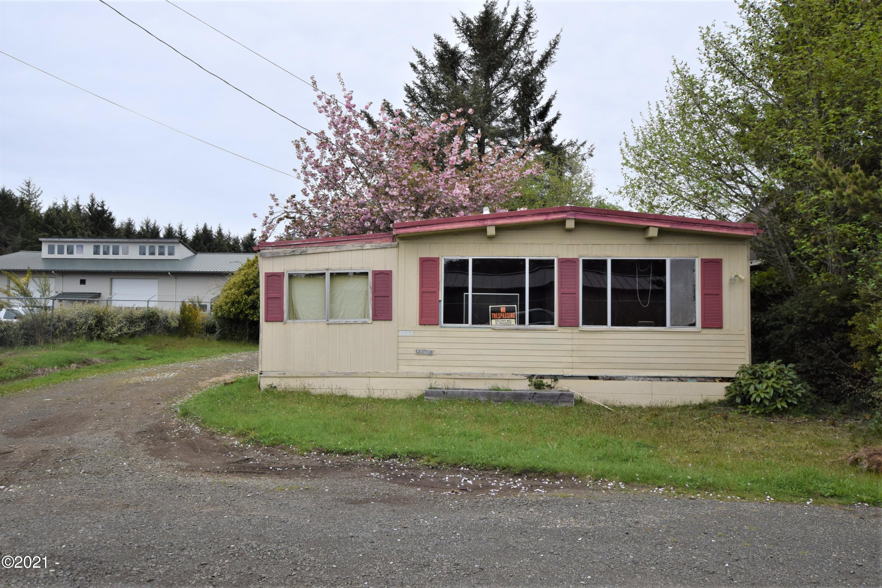 1705 SE 8th St, Lincoln City, OR 97367 - Front