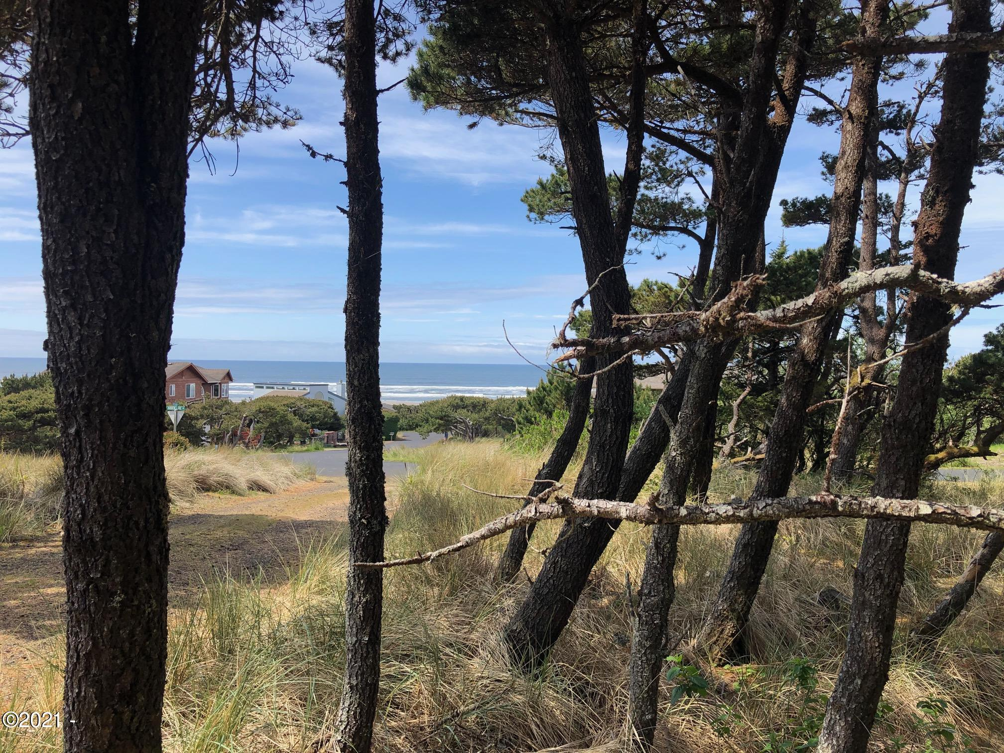 3801 NW Hidden Lake Dr, Waldport, OR 97394