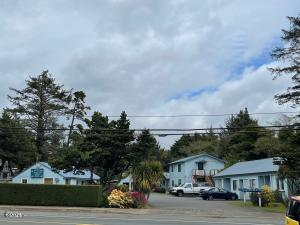 4250, 4230 SE Hwy 101, Lincoln City, OR 97367 - 9 Units on Hwy 101
