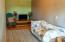 770 SE 7th St, Toledo, OR 97391 - Living room