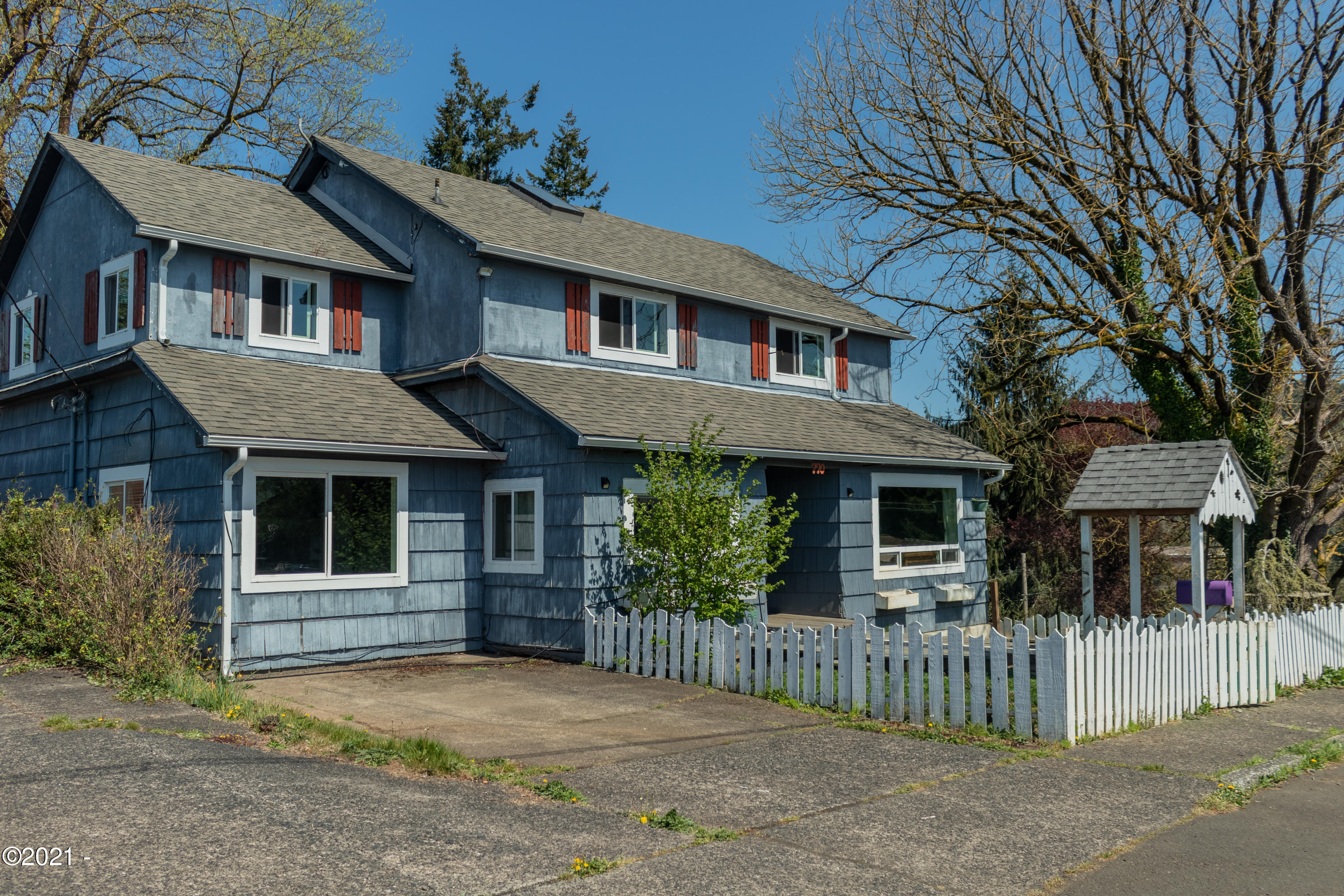 770 SE 7th St, Toledo, OR 97391
