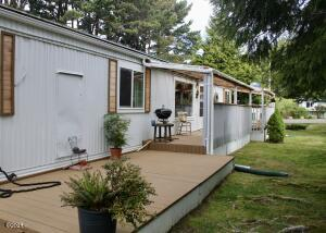 5405 NW Pacific Coast Hwy, 27, Waldport, OR 97394 - Front with Covered Deck