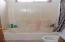 430/434 NE 9th, Newport, OR 97365 - 434 Main bath