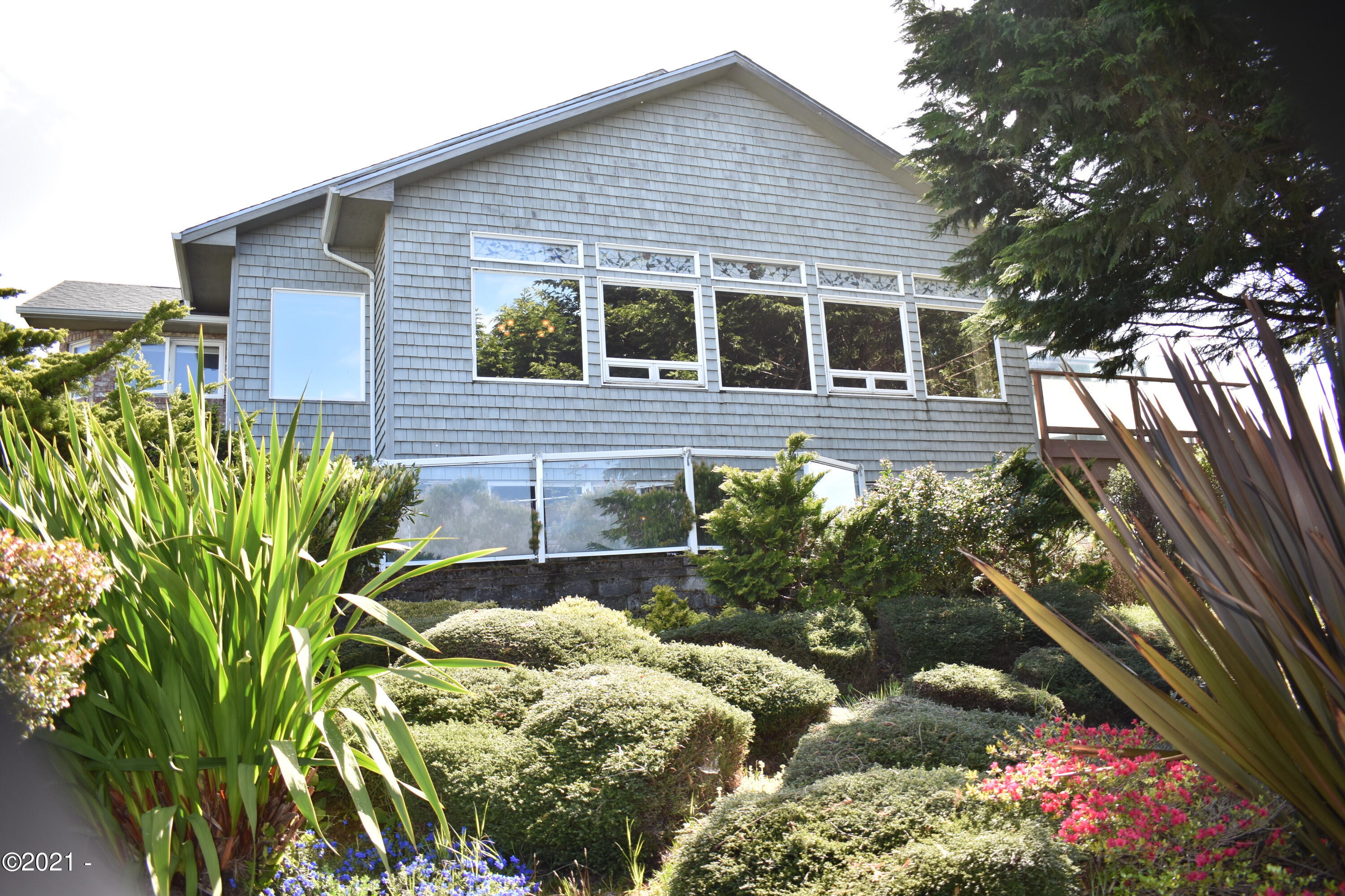 1055 NW Estate Dr, Seal Rock, OR 97376